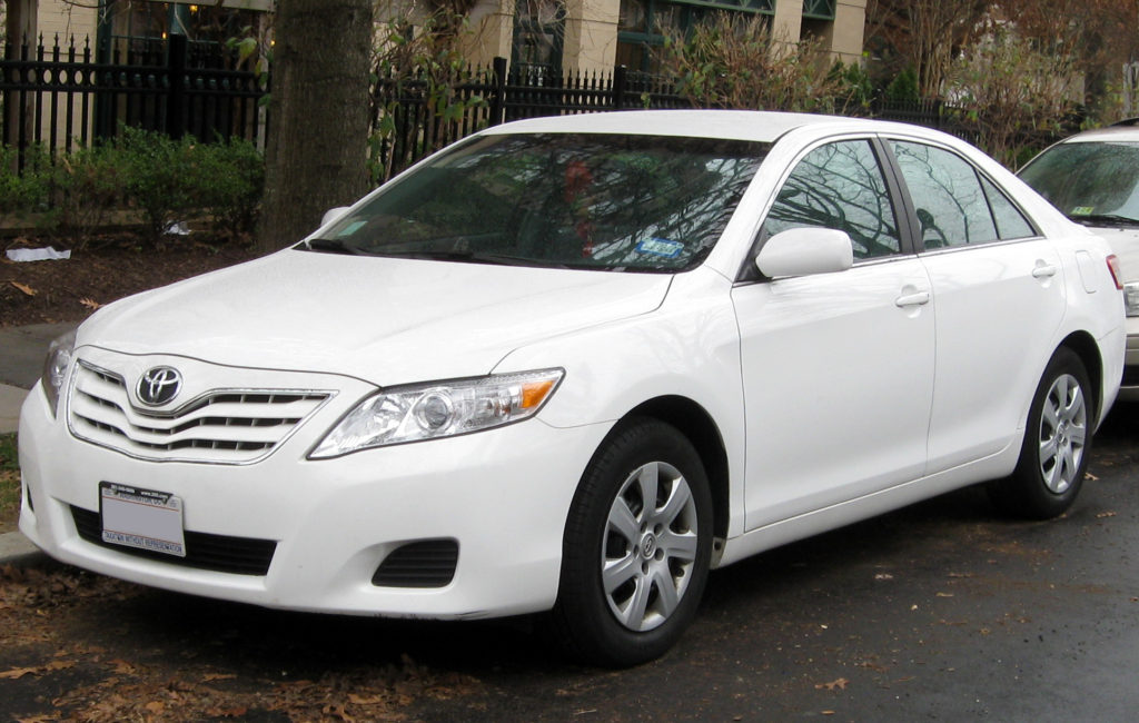 2010-2011_toyota_camry_le_-_12-21-2011
